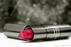 → ♥ (Rehab Saleh || رحاب) Tags: pink white black canon lips pinklips وردي كانون canond400 فوشي بوكيه rehsbsرحاب ورديشفاه