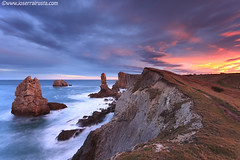 The first lights of the morning (Joserra Irusta) Tags: longexposure sea cliff costa seascape colors clouds sunrise landscape coast mar shorelines wind paisaje colores erosion amanecer nubes olas cantabria farallones acantilados wawes largaexposicion rompiente vientosur marcantabrico sigma1020f456 cantabricsea joserrairusta canoneos50d costaquebrada losurros wwwjoserrairustacom