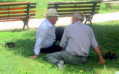 Descalos na sombra (Amrico Meira) Tags: shadow hat gente chapeau sombrero tirana albnia