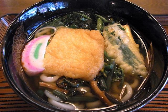 20101117_122847_民芸品レストラン大納言_にぎわいうどん