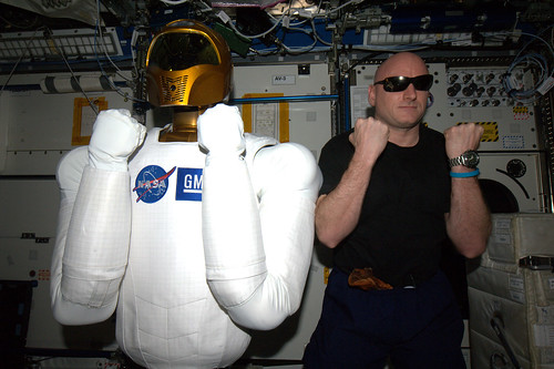 For a moment we had 2 @AstroRobonaut