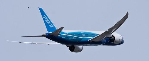 Boeing 787 Dreamliner 10 by grinchwslg
