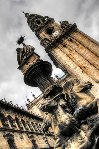 Cathedral tower and fountain. Santiago de Compostela. Torre de la catedral y fuente