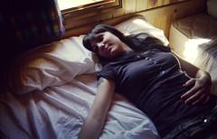 Ana Van Sant (Alberto Sen (www.albertosen.es)) Tags: light film girl bed spain minolta alberto pelicula cama sen analogico xei albertorg albertosen anavansant