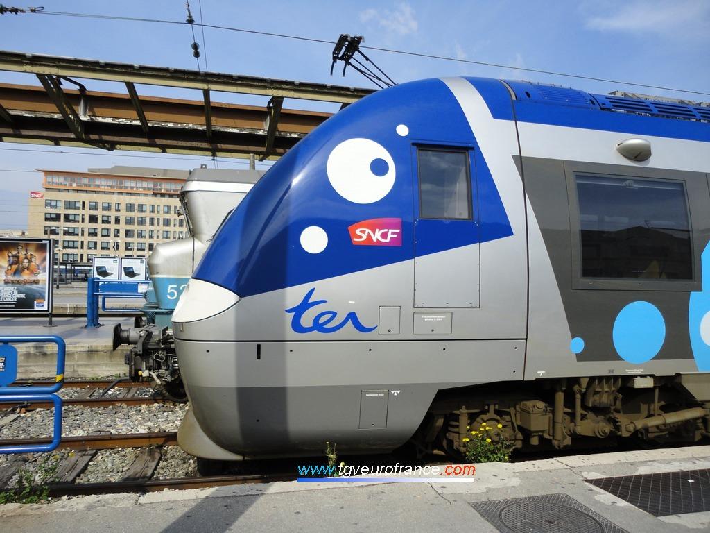 Une automotrice ZGC de Bombardier Transport de la Région Haute-Normandie sur l'une des voies courtes de la gare de Marseille Saint-Charles