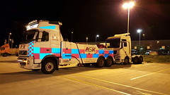 Volvo FH13 Front Suspending MAN TG Tractor Unit (JAMES2039) Tags: volvo towtruck truck lorry wrecker heavy underlift heavyunderlift 6wheeler frontsuspend cardiff rescue breakdown night ask askrecovery recovery fh13 pn09juc pn09 juc tow man tg tga tgx tractor unit tractorunit