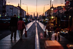(ewitsoe) Tags: poznan poland jezyce ewitsoe nikond80 35mm street window display couple reflection reflect walking autumn september cityscape sunrise city polska woman man love arminarm