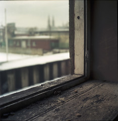 Pustka (cyv2) Tags: winter house abandoned 120 window poland polska nothing rien vide yashicamat124 pabianice