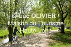 1924 - Le Puy-en-Velay (MDDT43) Tags: nature sport rivire jour t paysage loisirs extrieur arbre parc printemps lepuyenvelay chemin vlo auvergne verdure 1924 hauteloire dtente horizontale paysduvelay