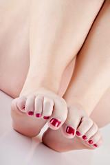 Toes & bare skin (funkygreeneyedlady) Tags: feet legs thighs bbwmodeling©whiteveilstudiostoesbbwmodelingrosevaselegsartisticnuditycherrylace mearlegateseroticnudetumwaterjamiemearlegateseroticnudetumwater
