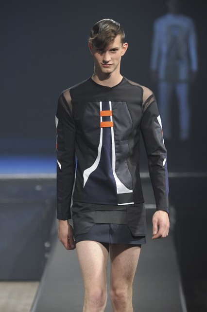 Theo Hall3087_SS11_Paris_Romain Kremer(fmag)