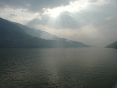Sun rays break through the clouds (h2ooo2h) Tags: china sunset mountain river hubei yantze   sunraysbreakthroughtheclouds