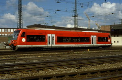 650 005  Ulm Hbf  22.07.02 (w. + h. brutzer) Tags: ulm eisenbahn eisenbahnen train trains railway deutschland germany triebwagen triebzug triebzüge zug vt 650 db webru analog nikon