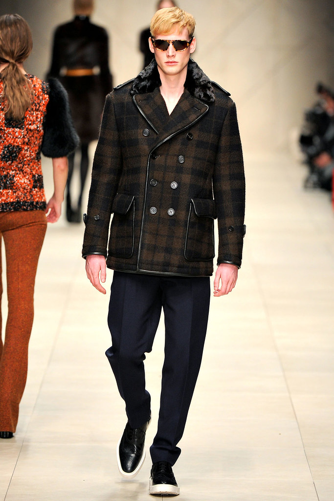 FW11_London_Burberry Prorsum Women's003_Peter Beyer(VOGUEcom)
