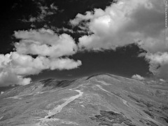Loveland Pass, B&W, 15 Aug 2009 (photography.by.ROEVER) Tags: road trip summer vacation blackandwhite bw rockies blackwhite highway colorado pass august rockymountains 2009 summervacation lovelandpass summitcounty continentaldivide scenicoverlook us6 clearcreekcounty ushighway6 august2009
