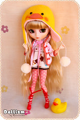Dollism ~ Pink ducky hat (Rinoninha) Tags: cute hat duck doll gorro handmade cream ducky pato kawaii pullip 27 patito mueca amano obitsu dollism tiphona