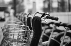Transport públic (Araceli Calabuig) Tags: bicicleta bn val transporte valència valncia