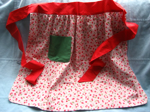 Spring apron - cherry side