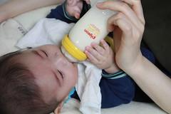 ミルク飲む飲む