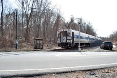 Approaching Crosby Ave (grumpyff) Tags: railroad trains mta locomotive brewster beacon metronorth bombardier maybrook