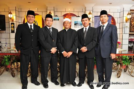 Mudir Imam Muda musim yang ke-2, Dato' Hassan Mahmud Al-Hafiz bersama mursyid-mursyid Imam Muda musim yang ke-2