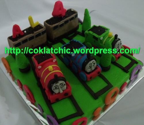 Kue berbentuk Thomas the tank Engine and friends – AL