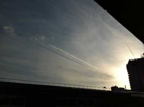飛行機雲の影