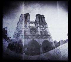Notre Dame, Paris -Pinhole (Monigote Valencia) Tags: camera paris pinhole notredame homemade notre dame camara monigote estenopeica casera stenopeic