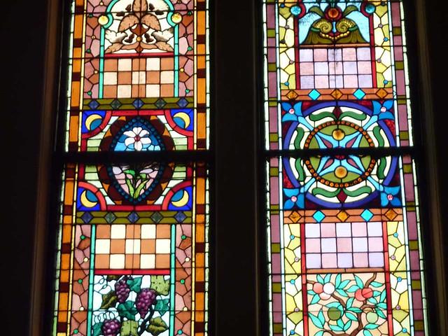 P1080725-2011-03-17-Central-Presbytrian-Church-Phoenix-Flies-Balcony-Stained-Glass-Grape-Peach