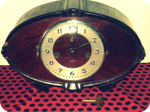 windup clock