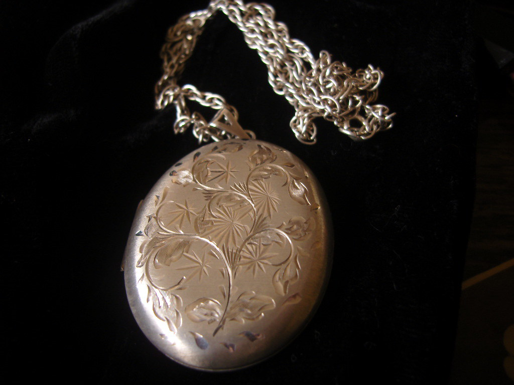 Silver Huge Locket and Chain