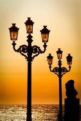 El malecón de Cádiz (Miguel Angel SGR) Tags: sunset puestadesol sol sun luz light lights licht lumiere silhouettes siluetas silhouetten contraluz backlight backlighting backlit rétroéclairage color colorful colour colors colorido mar sea seascape ocean farola lamp lamppost tones tonos cádiz andalucía españa spain espagne espagna europa europe nikon nikond3000 d3000 detalles details viajes viajar voyage travel tourism trips turismo touring tournament miguelangelsgr miguelonphotography