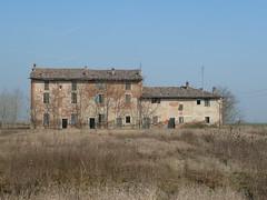 P1000403 (gzammarchi) Tags: casa italia natura finestra campagna albero pietra paesaggio pianura cascina portonovo camminata itinerario medicinabo