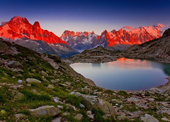 Last Light over Lac Blanc (Explored) (Steve Thompson images) Tags: lake france mountains alps landscape joey alpine chamonix montblanc frenchalps lacblanc lesdrus ndgrad canon1585 grandesjorrasses aiguillesduplan aiguillesdemidi valleedearve