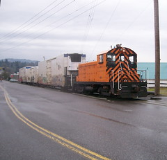 EPT 100 approaches 17th Ave with a East Portland-bound train