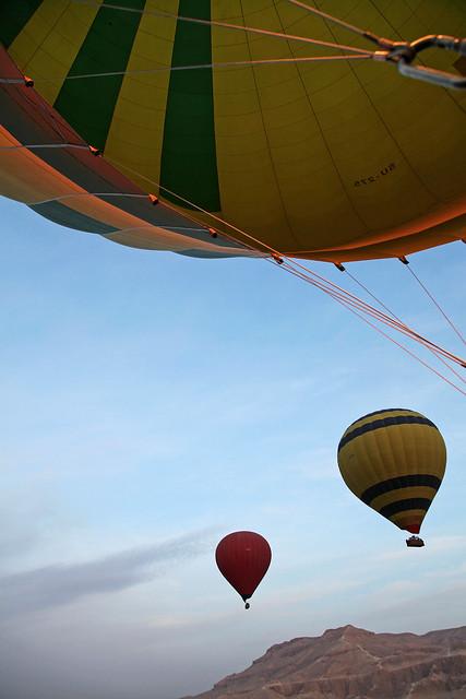 エジプト旅行 ルクソール 上昇していく気球