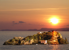 Sunset on Island (amipreside) Tags: sunset island tramonto isola topshots worldwidelandscapes natureselegantshots saariysqualitypictures fleursetpaysages theoriginalgoldseal tesoroverdadpazalegria