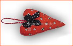 pingente coração (joanatomate) Tags: tiara flores santaluzia mandala feltro guadalupe madeira fita gancho trevo sãofrancisco oratório portachave matrisoka sãojudas coraçãotecido