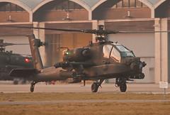 AH-64D taxiing to runway 10 @ EHGR (Lennart Batenburg) Tags: sunset canon eos apache airforce airbase luchtmacht gilze rnlaf klu rijen 100400 50d ah64d