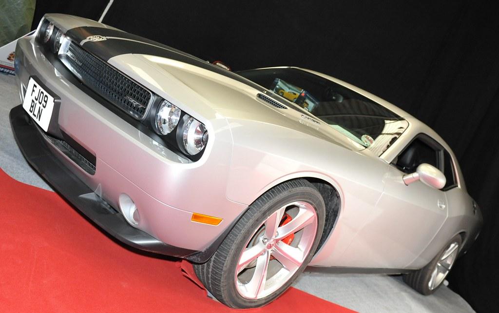 Race Retro 2011 Dodge Charger SRT8 6.1 LITRE HEMI.