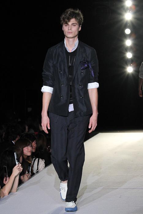 Bram Vercamer3004_SS11 Tokyo LANVIN en Bleu(Fashionsnap)