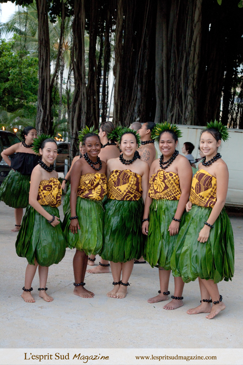 Hula dancers on Waikiki Beach