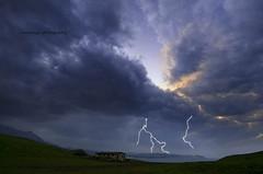 (Rawlways) Tags: storm rain clouds landscape asturias lightning caravia skybreakloose rayosybramu atandolaburraondelamuquiercomosilaparteunrayu