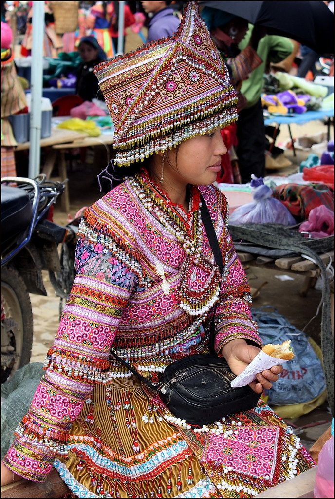 Bac Ha, Flower Hmong girl
