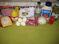 ingredients for ensalada mixta de macarrones