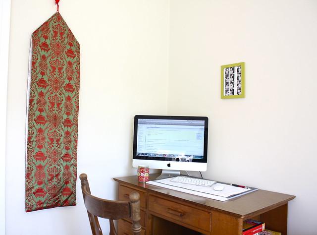 guest room, desk