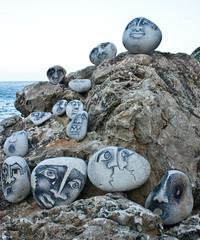 pon una piedra en tu camino (karla frechilla) Tags: arte camino diferente dibujo creatividad pintura piedras piedra frechilla piedraspintadas karlafrechilla subrrealismo luzoriginal colordivertido
