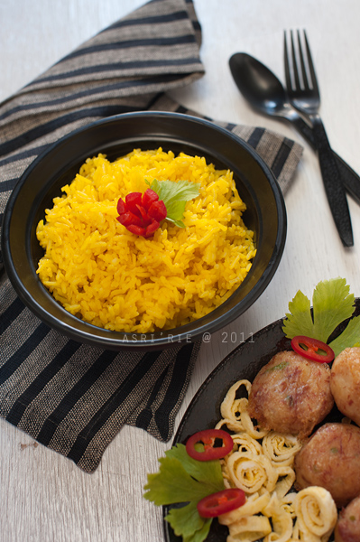 nasi kuning / yellow rice