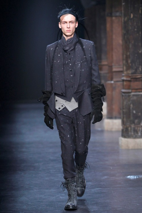 Ann Demeulemeester Mens Fall 2011 collection - paint splatters 2