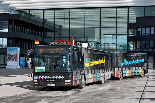 Der Bus-Zug der Infra Fürth auf dem Shuttle der Spielwarenmesse